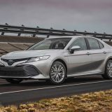 2018-all-new-toyota-camry-xse-v6-and-hybrid-xle-03